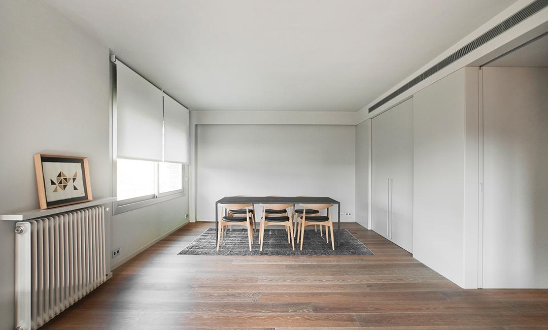 Cristina Prats Arquitectura Interiorismo Casa en Barcelona Comedor Silla Carl Hansen CH20